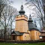 Image: Ostry Wierch and the small Orthodox churches